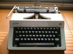 Máy đánh chữ cơ Olympia Monica