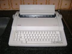 Máy đánh chữ Olivetti ETP 1000